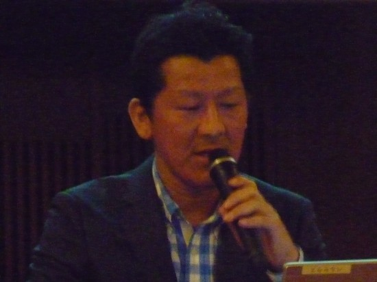 活動内容の説明をする浦上総務理事