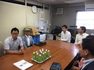 ヤマダさん会議室にてご挨拶と研修の説明を受けました。