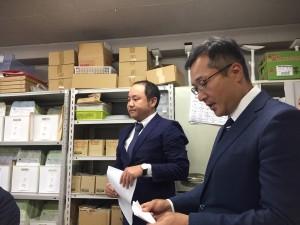 株式会社ヤマダの山田社長(右)と製造部マネージャーの平山様(左)です。
