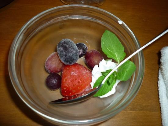 デザートに冷凍の果物登場