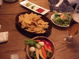 BONOSシーザーサラダ・ 3種のディップ・ 辛~いピクルス